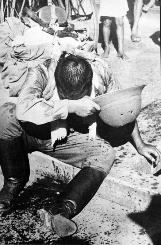 1945_japanese_soldier_commits_hari_kari_after_japan_s_defeat_in_wwii.jpg