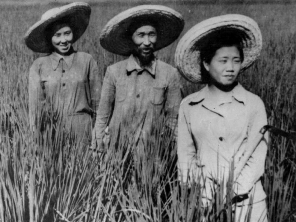 1937_koreans_at_a_collective_farm_in_uzbek_ssr_soviet_union_present-day_uzbekistan_following_their_forced_deportation_from_the_soviet_far_east_to_central_asia_cr.jpg