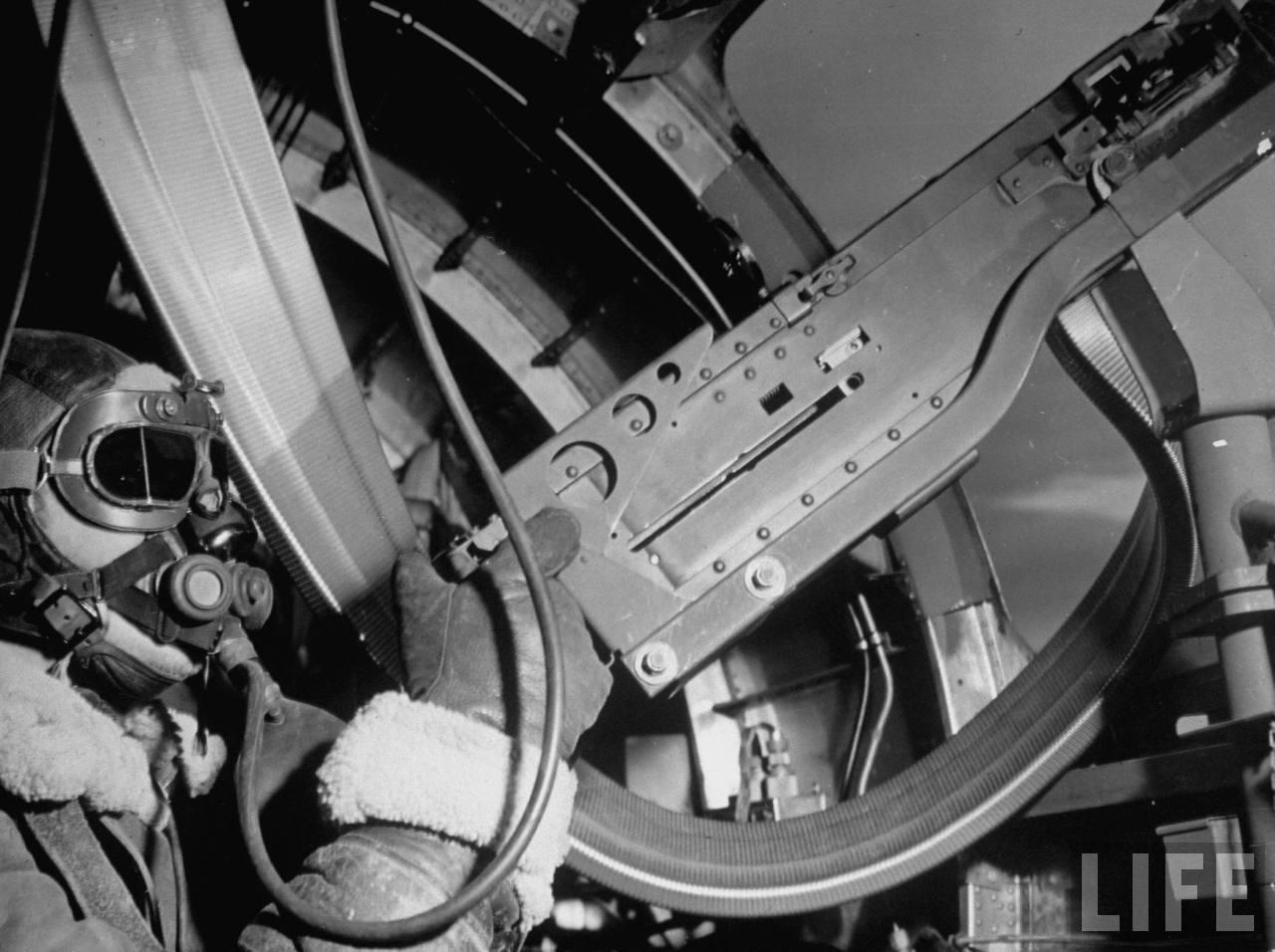 1943. Géppuskás egy B17-es fedélzetén..jpg