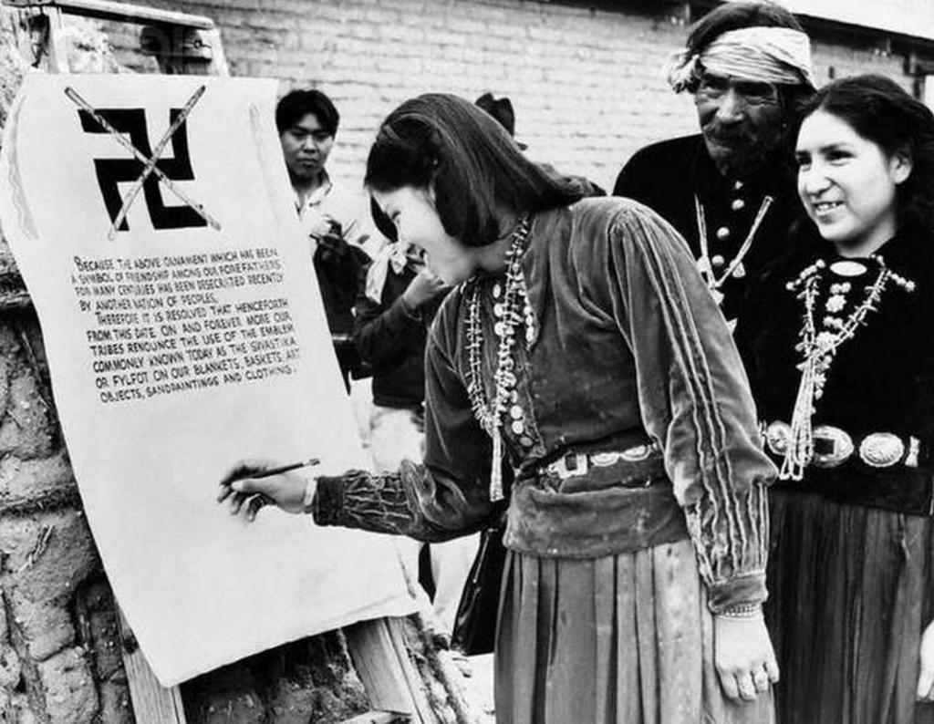 1940_amerikai_navaho_indianok_hivatalosan_megtagadjak_a_horogkereszt_hasznalatat_ami_nepmuveszetuk_reszet_kepezte_evszazadok_ota.jpeg