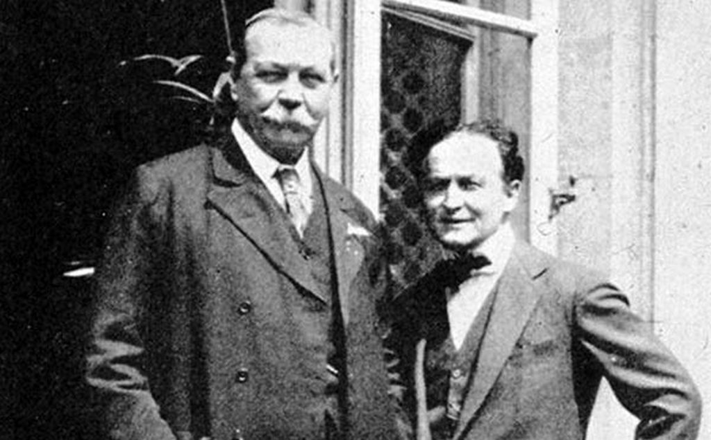 1922_harry_houdini_standing_next_to_his_good_friend_arthur_conan_doyle.jpg