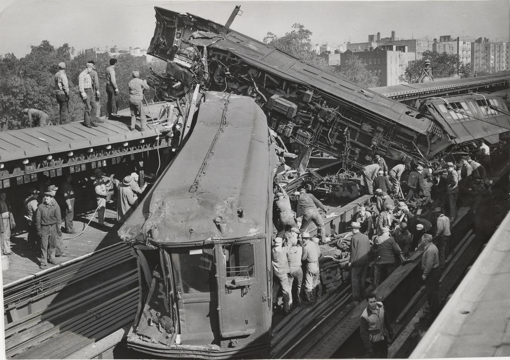 1952_mosholu_parkway_subway_crash.jpg