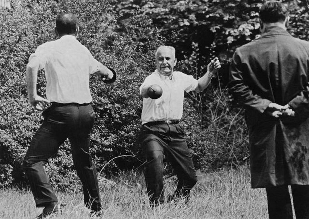 1967_last_sword_duel_in_history_in_france_1967_between_the_mayor_of_marseille_and_the_socialist_party_candidate_for_presidency.jpg