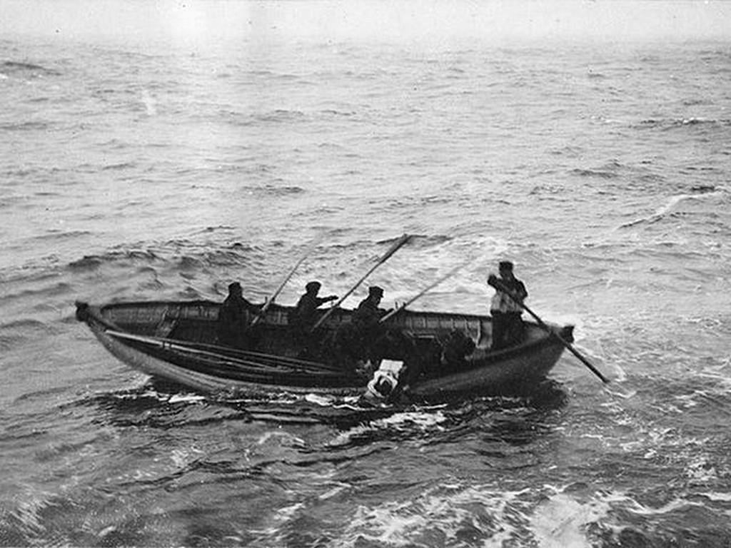 1912_body_recovery_operation_after_the_sinking_of_the_titanic.jpg