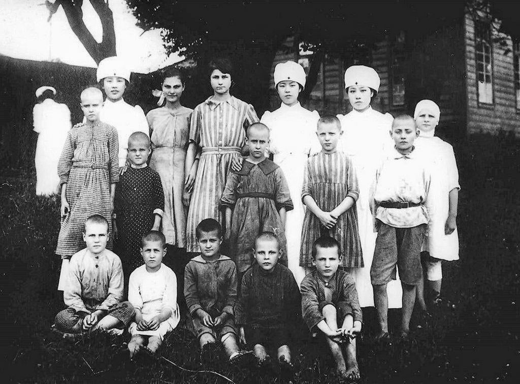 1921_japanese_nurses_with_polish_orphans_who_were_rescued_from_siberia_during_the_allied_intervention_in_the_russian_civil_war.jpg