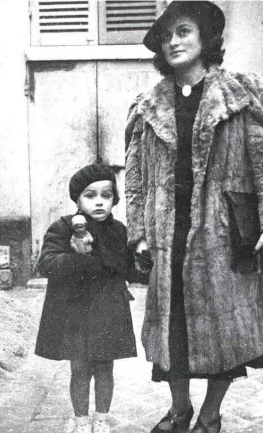 1940_az_ot_eves_alain_delon_az_edesanyjaval.jpg