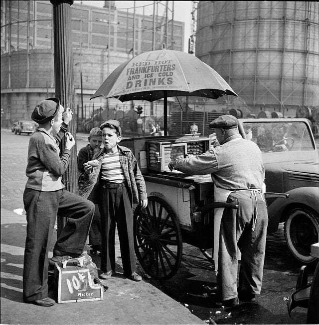1940s_a_new_york_hot_dog_stand.jpg