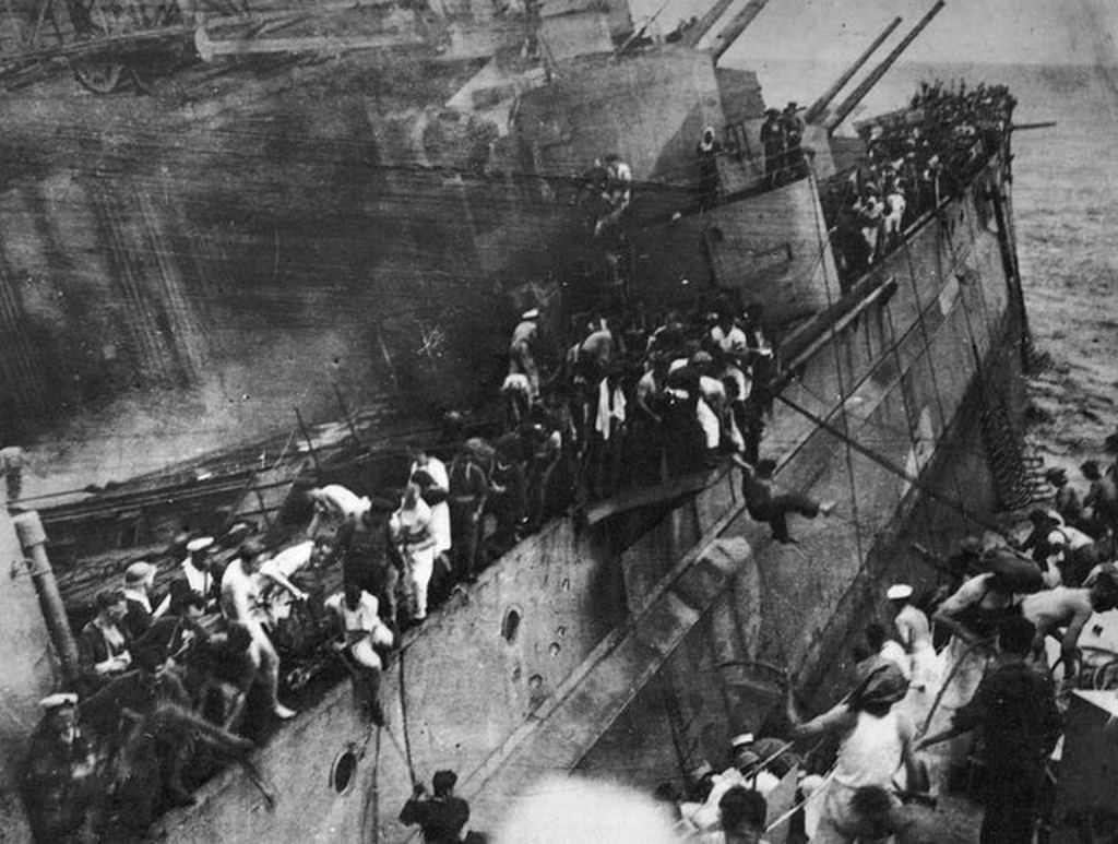 1941_december_10_britain_s_pearl_harbour_sailors_jump_from_the_sinking_battleship_hms_prince_of_wales_to_the_waiting_destroyer_hms_electra_840_dead.jpg
