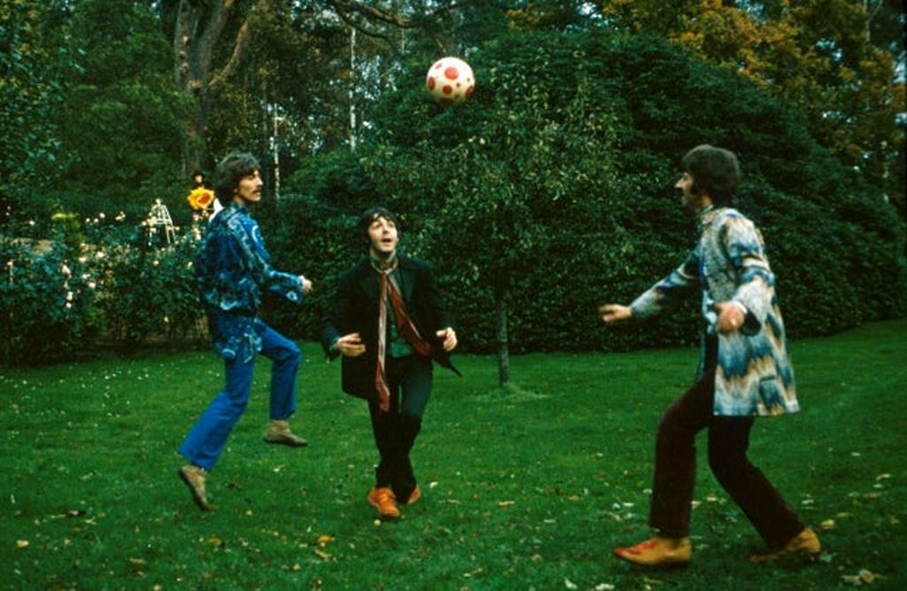 1967_the_beatles_play_football_in_ringo_s_garden.jpg