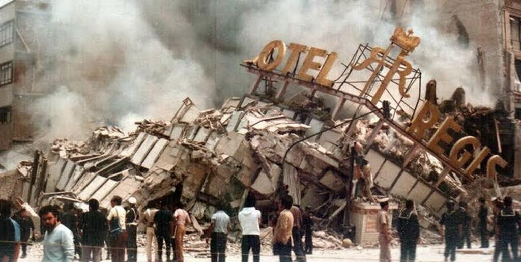 1985_the_destroyed_hotel_regis_after_the_infamous_1985_mexican_earthquake_mexico_city.jpg
