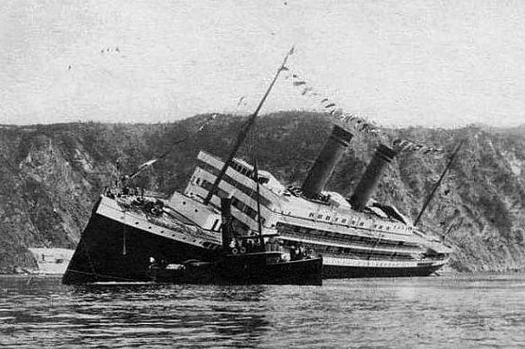 1907_the_ss_principessa_jolanda_sinking_immediately_after_launch.jpg
