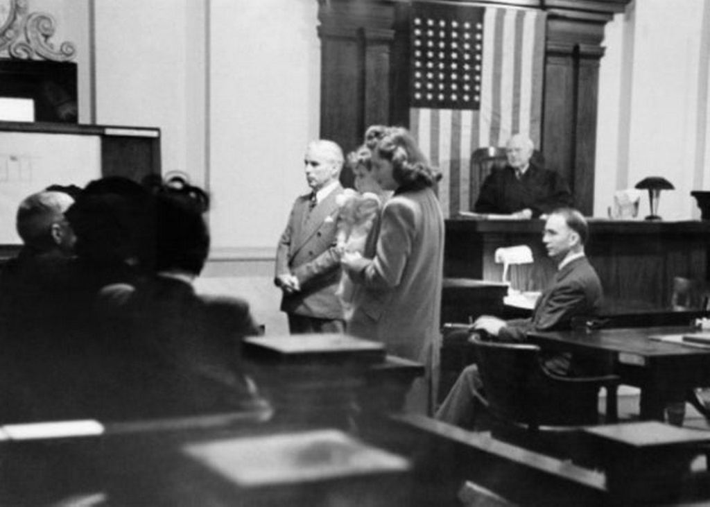 1944_charlie_chaplin_joan_berry_and_the_baby_stand_before_the_jury_in_the_paternity_trial_in_los_angeles.jpg
