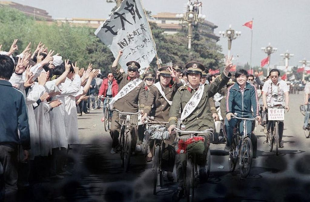 1989_a_number_of_beijing_police_officers_came_to_support_tiananmen_square_protest_with_their_uniforms_on.jpg