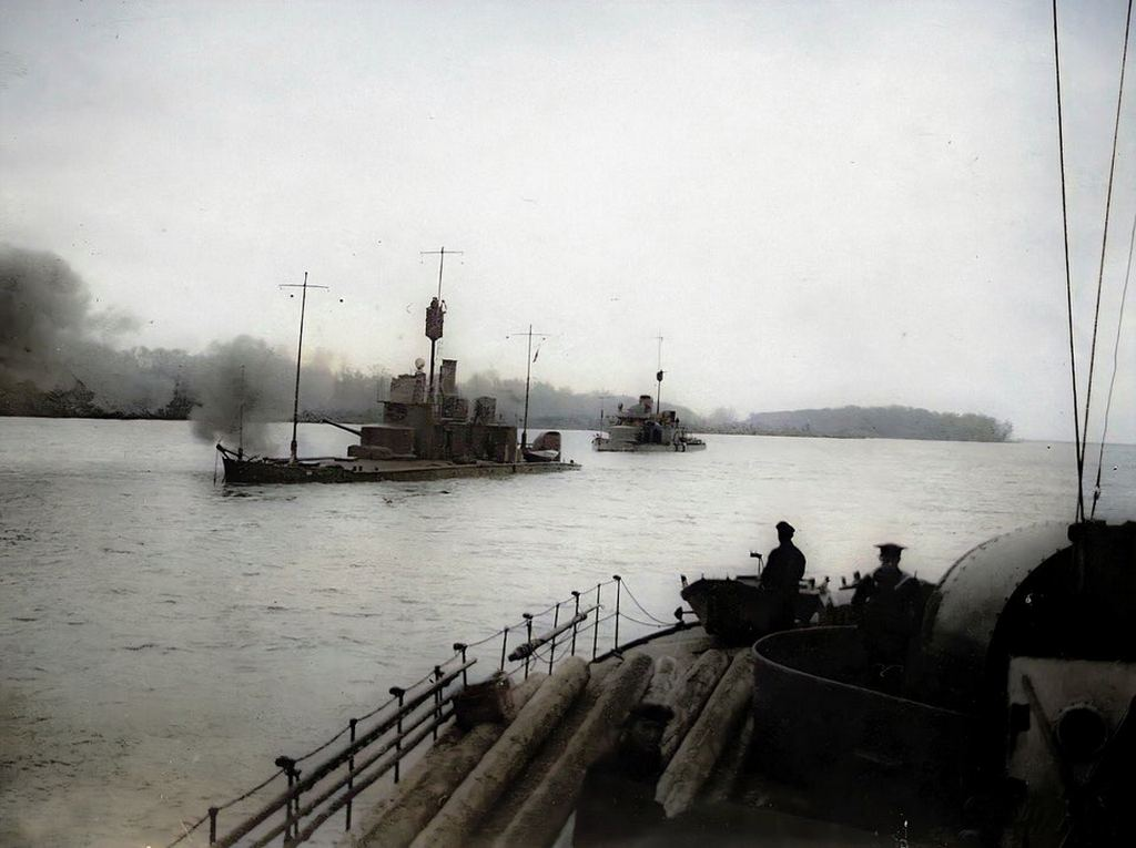 1916_river_monitors_of_austro-hungarian_danube_flotilla_in_action_during_counter-offensive_against_romania_ww1.jpg