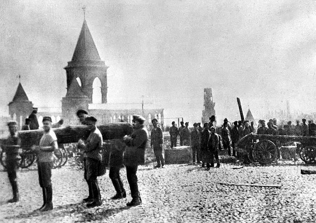 1920_majus_1_lenin_egy_ronkkel_az_elso_hivatalos_kommunista_szombaton.jpg