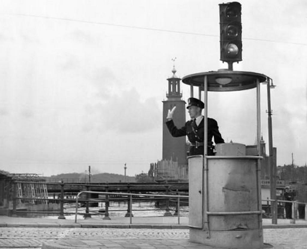 1953_a_traffic_light_operator_in_stockholm_sweden.jpg