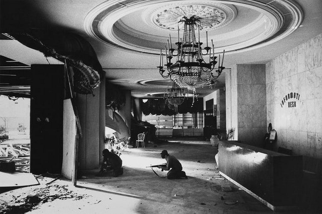 1976_christian_gunmen_in_the_foyer_of_the_holiday_inn_in_downtown_beirut_battling_with_palestinians_in_the_adjacent_hotel_during_the_lebanese_civil_war.jpg