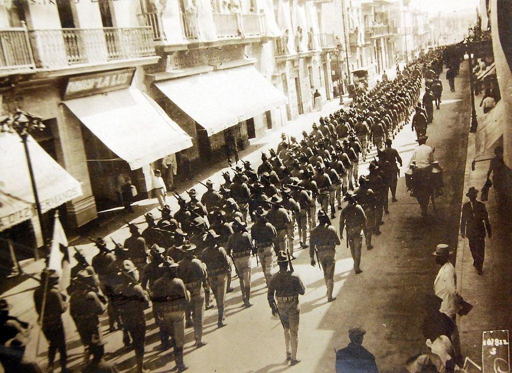 1914_u_s_troops_enter_veracruz_in_april_1914_during_the_united_states_occupation_of_veracruz_mexico.jpg