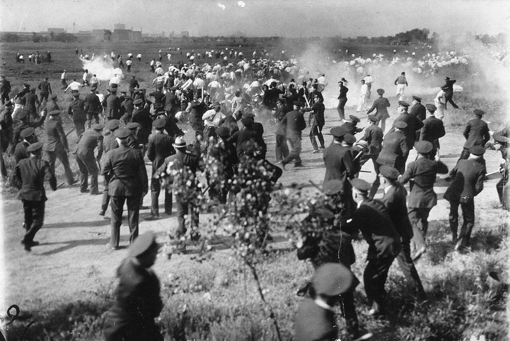 1937_chicago_police_attacking_unarmed_striking_steel_factory_workers_after_opening_fire_on_the_crowd_killing_6_during_the_little_steel_strike.jpg