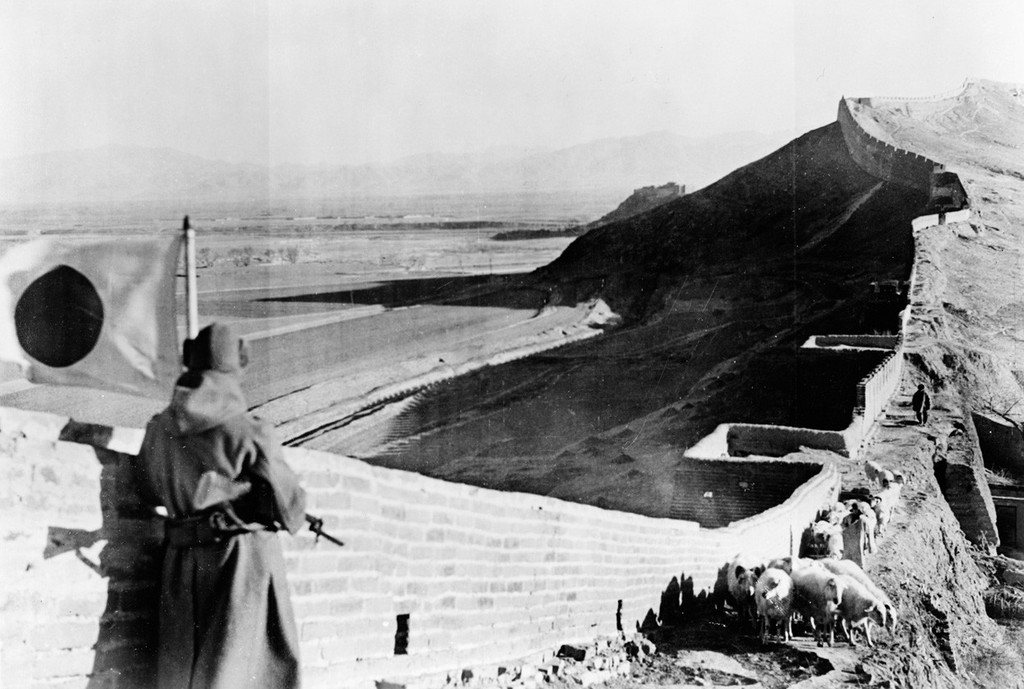 1937_a_japanese_soldier_stands_guard_over_part_of_the_captured_great_wall_of_china_in_1937_during_the_second_sino-japanese_war.jpg