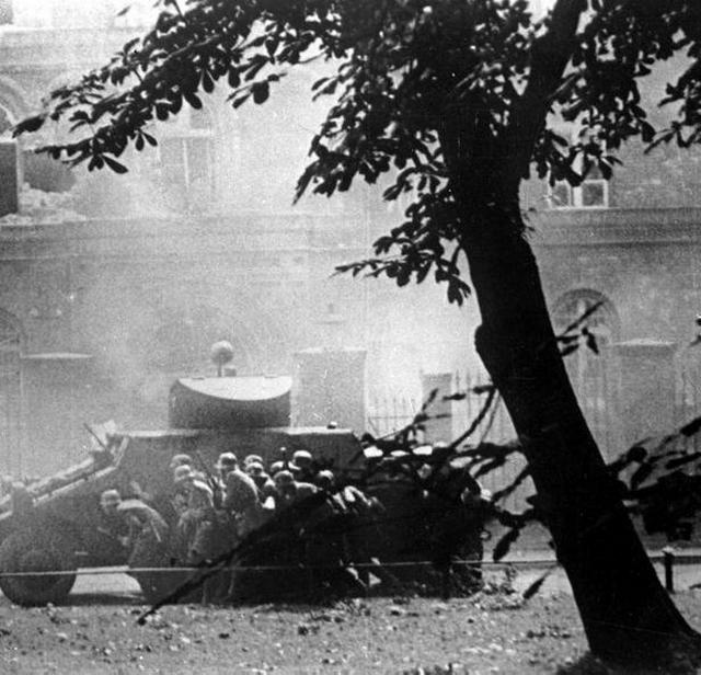 1939_szeptember_1_attack_on_polish_post_office_in_danzig_gdansk_by_ss_troops_supported_by_steyr_adgz_armored_car.jpg