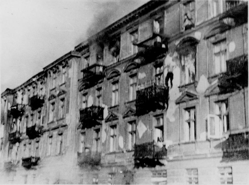 1943_burning_jewish_fighter_jumping_to_his_death_warsaw_ghetto_uprising_poland.jpg
