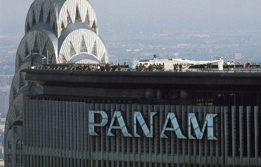 1977_wreckage_of_helicopter_on_pan_am_building_helipad_which_left_five_people_dead_on_may_16_1977_in_new_york_city_cr.jpg