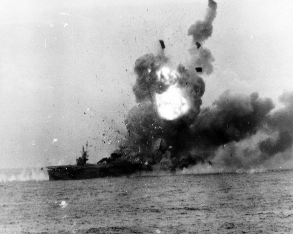 1944_the_uss_st_lo_takes_a_direct_hit_from_a_kamikaze_igniting_fuel_and_bombs_below_deck_and_sinking_30_minutes_later_143_of_its_900_crew_are_dead_battle_of_leyte_gulf.jpg