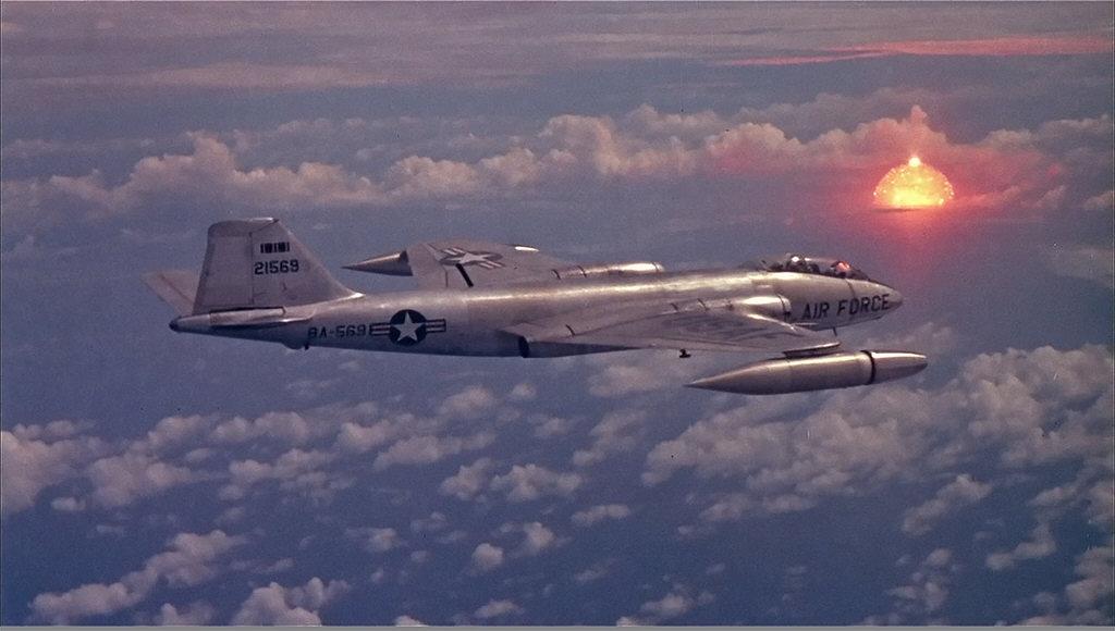 1958_a_bikini-atollon_1958_julius_12-en_vegrehajtott_nuklearis_kiserleteket_felugyelo_amerikai_b-57b_repulogep.jpg