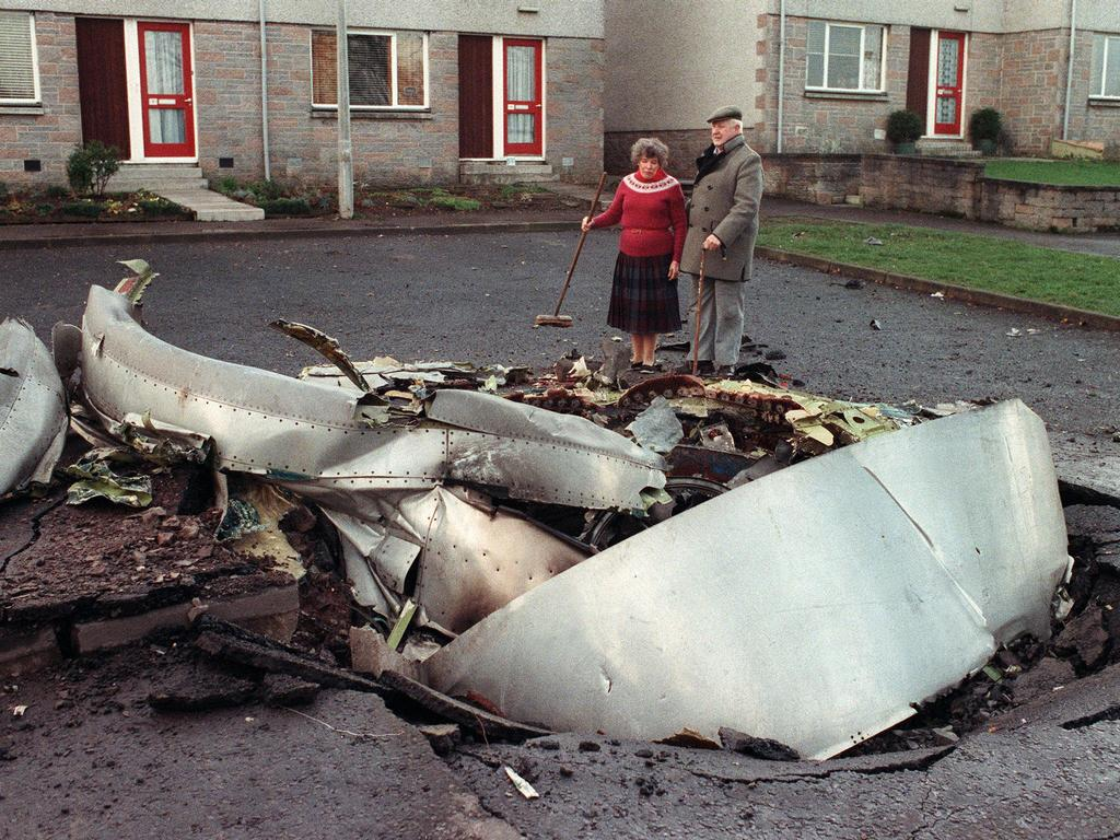 1988_elderly_couple_looks_at_some_wreckage_of_the_pan_am_747-100_that_came_down_on_lockerbie_scotland_after_a_bomb_detonated_killing_all_259_onboard_and_11_on_the_ground.jpg