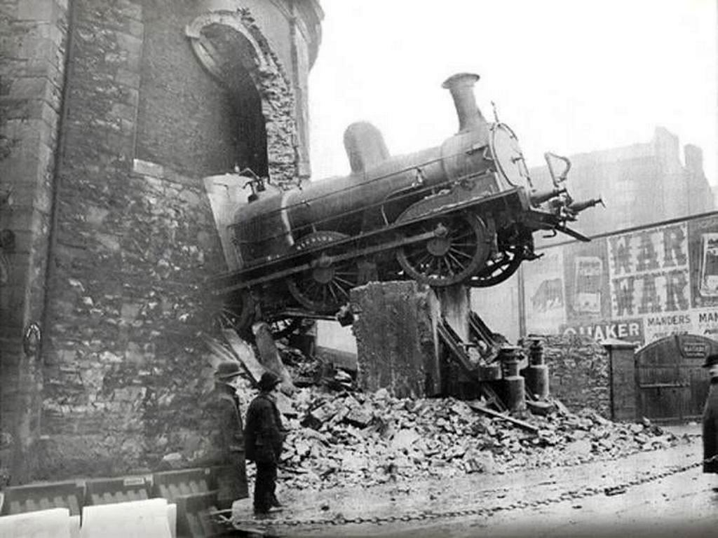 1900_the_freight_train_wicklow_overran_the_buffer_stops_at_harcourt_street_station_dublin_and_ran_through_the_end_wall.jpg