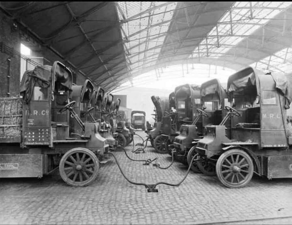 1917_elektromos_jarmuvek_toltese_london.jpeg