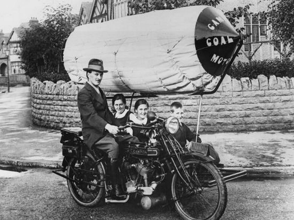 1917_motorcycle_and_side_car_with_children_passengers_driven_by_coal_gas_during_world_war_i.jpg