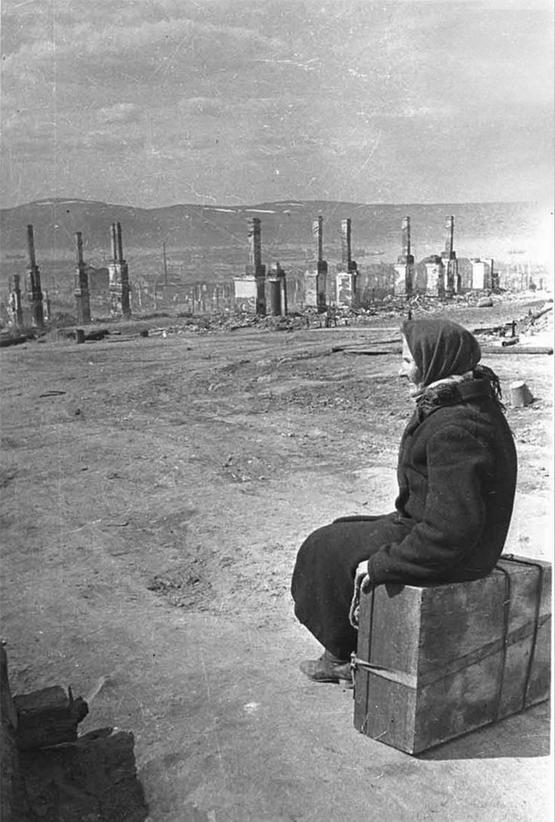 1942_the_german_air_force_left_only_chimneys_center_of_murmansk_soviet_union.jpg