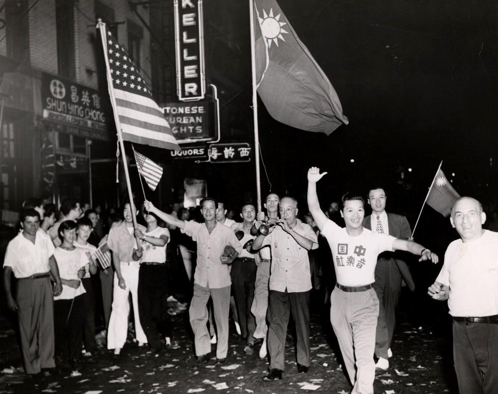 1945_a_crowd_marches_through_new_york_s_chinatown_to_celebrate_the_end_of_world_war_ii.jpg