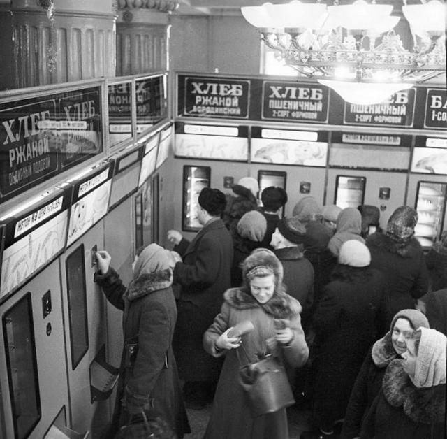 1960-as_evek_kenyerautomatak_1960-as_evek_gorkij.jpeg