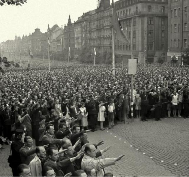 1942_heydrich_temetese_pragaban.jpg