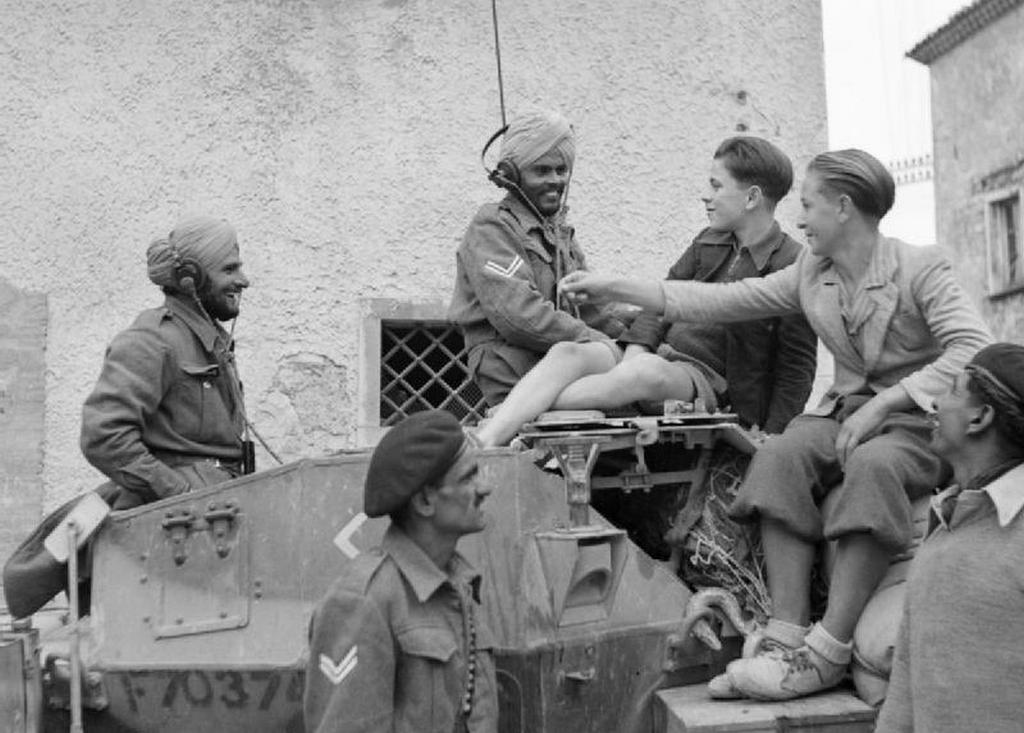 1943_indian_armoured_corps_soldiers_chat_with_civilians_in_san_felice_italy_during_the_advance_towards_the_sangro_ww2.jpg