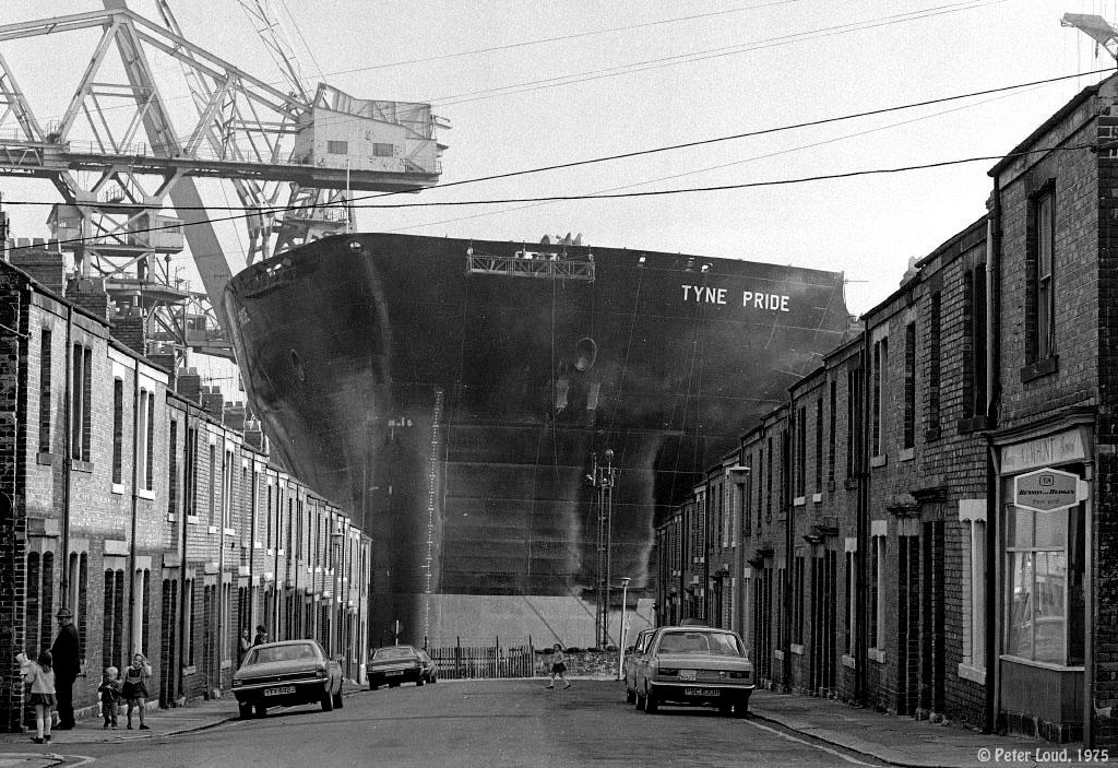 1975_working_class_life_in_leslie_street_wallsend_in_newcastle_upon_tyne_northeast_england_in_1975_the_tyne_pride_supertanker_is_being_built_in_the_background.jpg