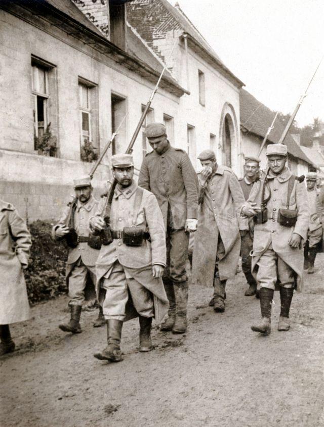 1915_german_soldier_taken_prisoner_by_the_french.jpg