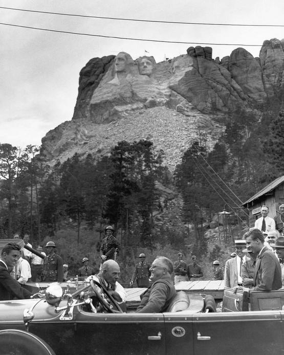 1936_president_franklin_roosevelt_visits_mount_rushmore_during_its_construction_to_dedicate_the_sculpture_of_thomas_jefferson.jpg