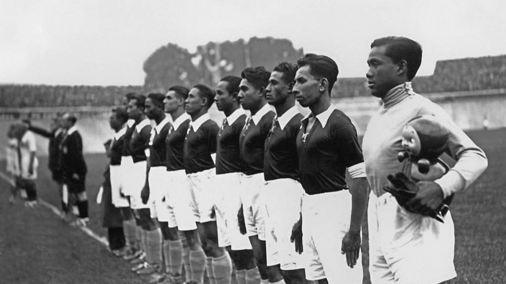 1938_the_dutch_east_indies_lineup_before_their_match_in_reims_france_versus_hungary_in_the_world_cup.jpg