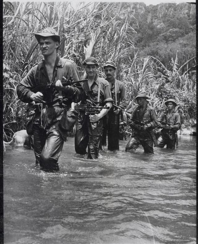 1957_new_zealanders_of_the_22_sas_on_patrol_malayan_emergency.png