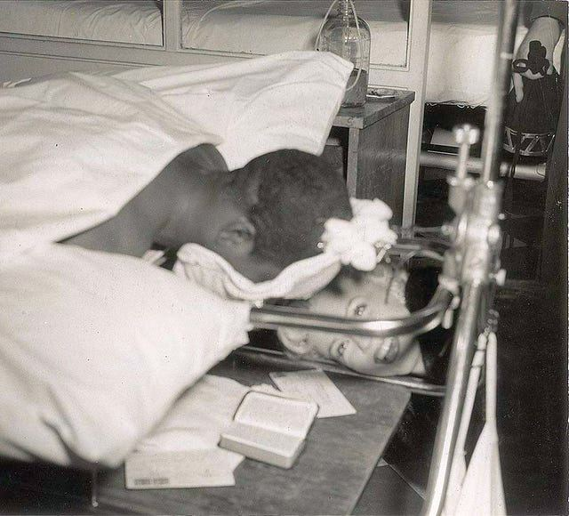 1954_marilyn_monroe_visiting_injured_troops_in_japan_in_1954_this_poor_guy_had_a_broken_back_and_had_to_heal_facedown.jpg