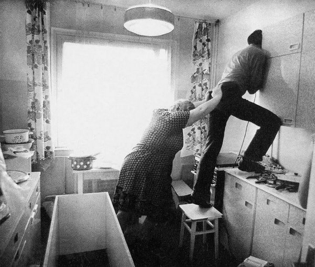 1973_drilling_a_hole_in_the_wall_lithuanian_ssr.png