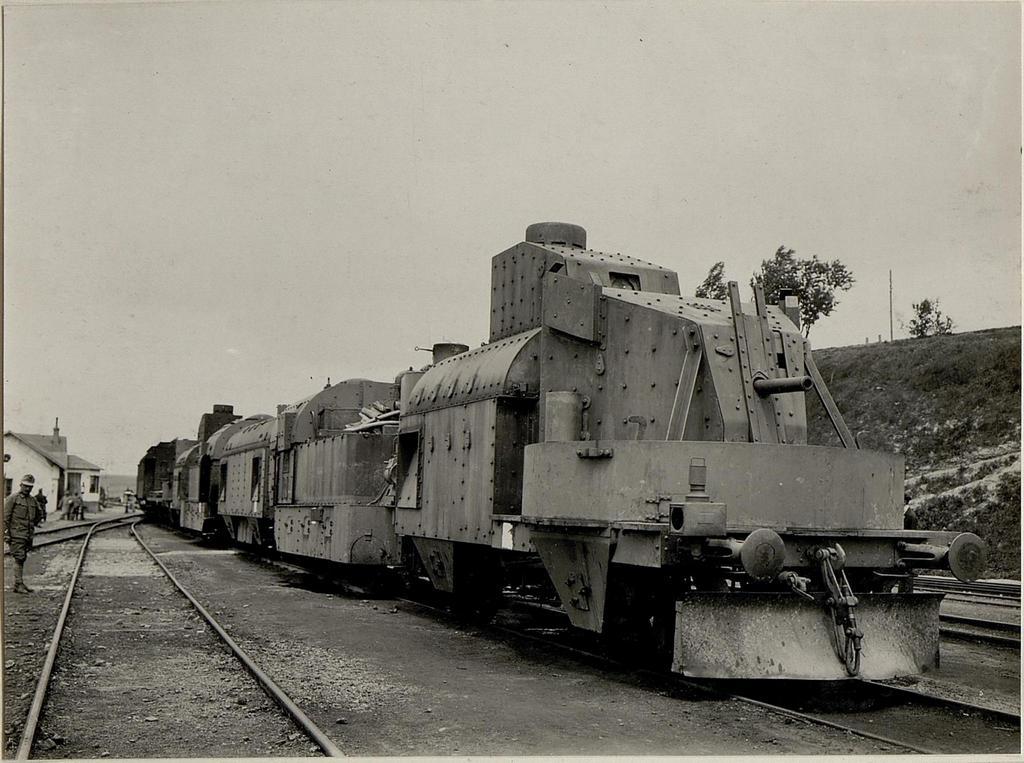 1916_austro-hungarian_armoured_train_in_zboriv_ukraine.jpg