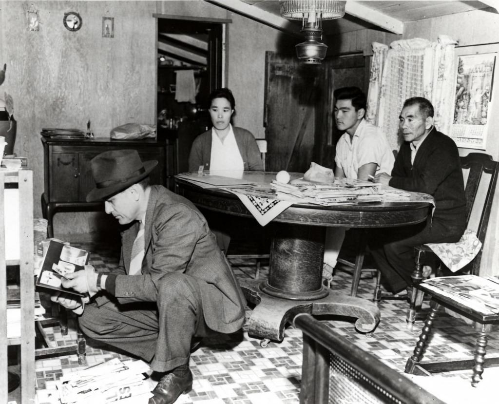 1941_an_fbi_search_of_a_japanese-american_household.jpg