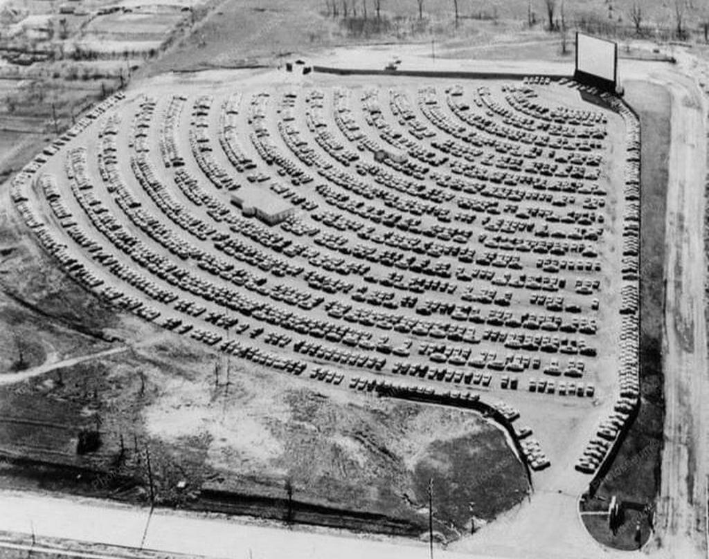 1955_aerial_photograph_of_a_drive-in_theatre_usa.jpg