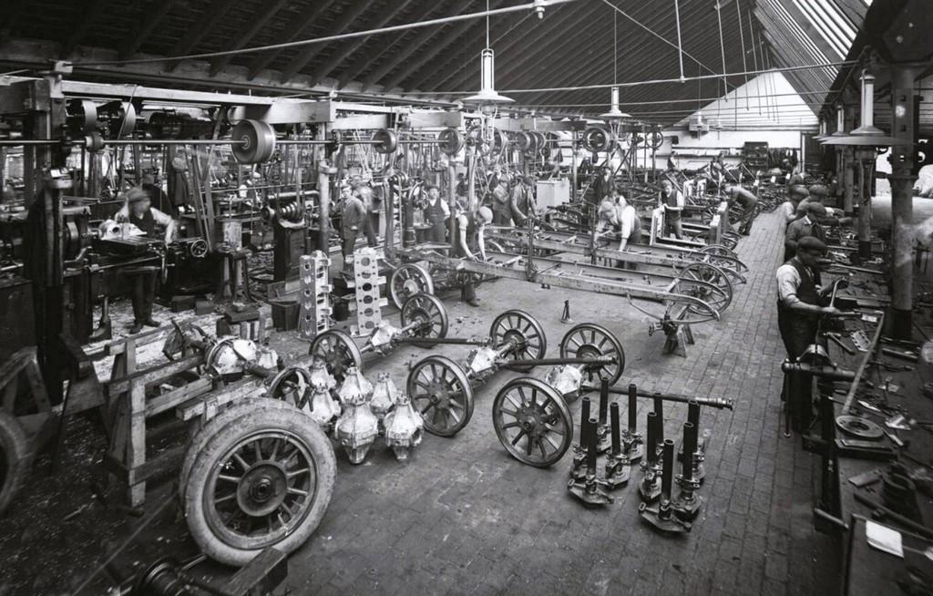 1907_men_at_work_in_a_coventry_uk_car_factory.jpg