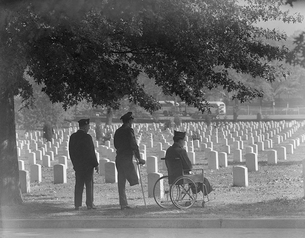 1951_american_veterans_from_world_war_2_arlington_national_cemetery.jpg